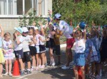 Дошкольники с радостью встречают учебный год, который сделает их еще старше, здоровее и умнее.