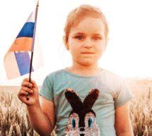 Выставка детских рисунков ко Дню флага России