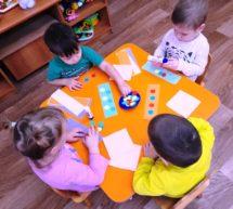Яркие «коврики» руками малышей…